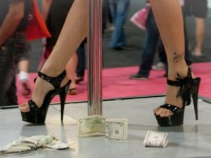 stripper-legs-stiletto-pole